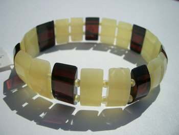 Stretch bracelet - amber beads - faceted bracelet